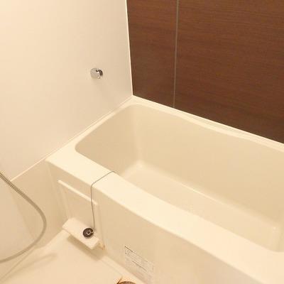 お風呂の壁はなんだか大人な感じ