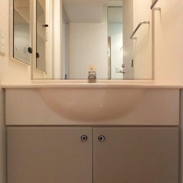 洗面台は独立タイプ!