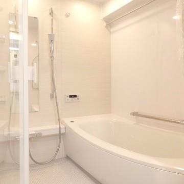 この浴槽、本当に大きくてびっくり。