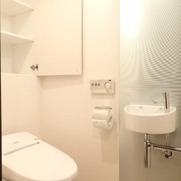トイレもおしゃれに、収納しっかり。