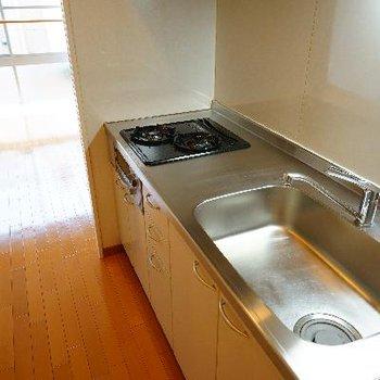 キッチンはゆったり2口ガス♪