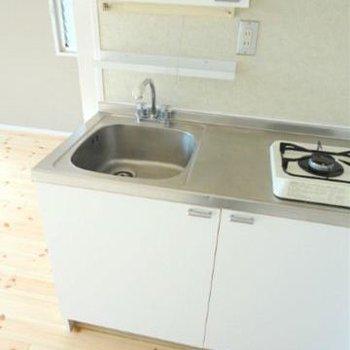 キッチンはもともとついていたものです。