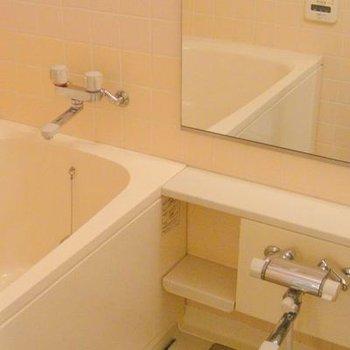 バストイレ別で追い焚き機能と浴室乾燥機能付き!