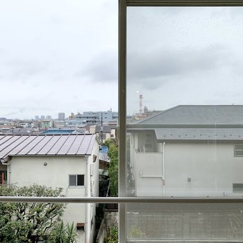 【LDK19帖】3階ですが、南側の眺望は抜けています。