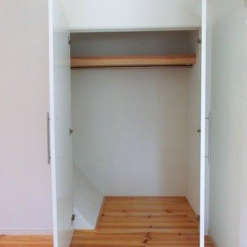 階段上ですが、奥行バッチリのクローゼット!!