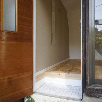無垢と玄関と白タイル。はぁ良き。※前回募集時の写真です