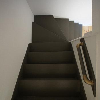 古い階段はリノベーションの良さを演出してくれます。※前回募集時の写真です