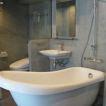 浴槽もお洒落に作られています