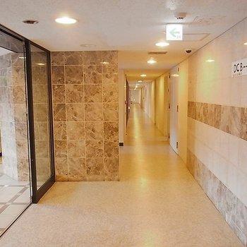 ホテルの様な共用部の廊下