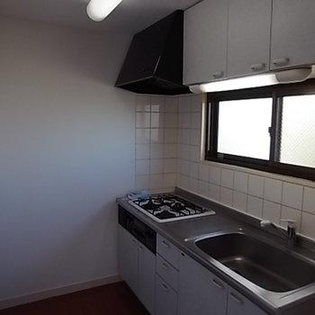 キッチンに窓があるのはいいですね