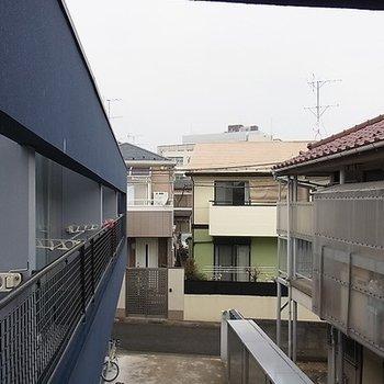 二階窓からの眺めです