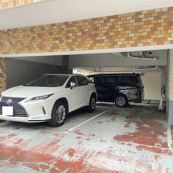 敷地内には駐車場もありますよ。