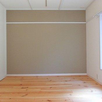 こちらは寝室、白貴重でシンプルに。※写真は別部屋、前回募集時のものです