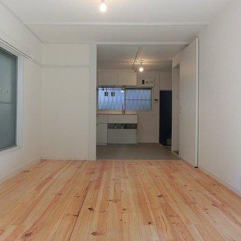 広いお部屋を自分好みにお使いください。※写真は別部屋、前回募集時のものです