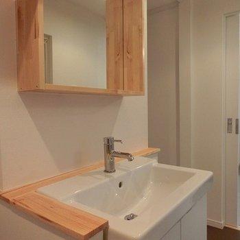 洗面台もいい感じでしょ!※写真は別部屋、前回募集時のものです