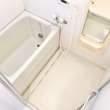 浴室は至ってシンプルなデザインです。