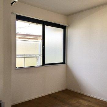 【洋室】玄関側の洋室もみてみましょう。