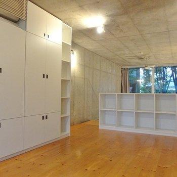 2階は巨大な収納付きのお部屋です。