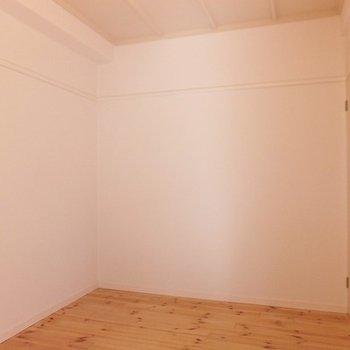 寝室はこちら。4.5帖あります。 ※前回募集時の写真です
