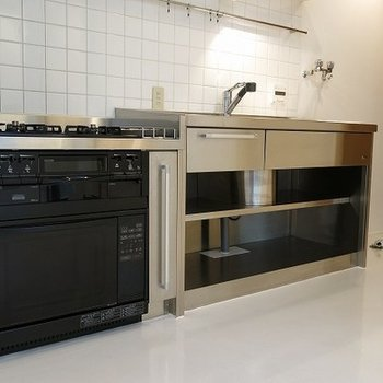 システムキッチンは最高のものを使ってます。