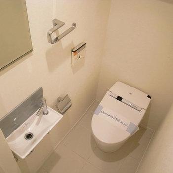 8階はトイレ別。