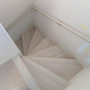 くるくる階段でお部屋へ。※写真は前回募集時のものです