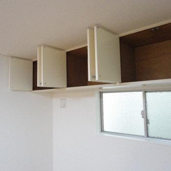天井にある3つの収納ボックス
