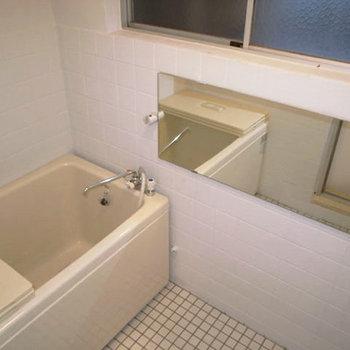 お風呂には大きいミラーが◎※写真は前回募集時のものです