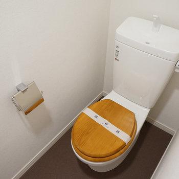 既存のトイレに木製便座を設置!※今回のお部屋は3点ユニット(写真はイメージです)