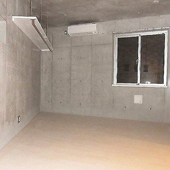 可動棚がついています※画像は別室です