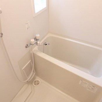 真っ白なお風呂もいいね。※画像は別室です