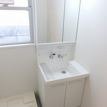 お隣には洗濯機置き場があります