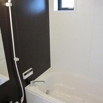 お風呂にも窓、機能も最新です!※写真は前回募集時のものです