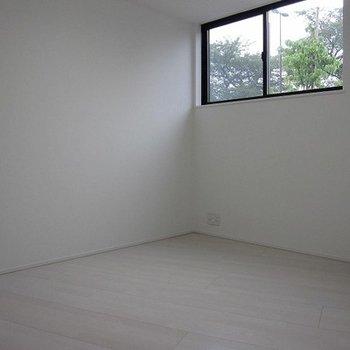 1階洋室です。変形の間取り※写真は前回募集時のものです