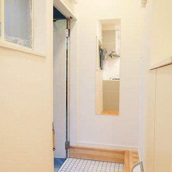 白い玄関タイルで爽やかにお出迎え。※写真は前回募集時のものです