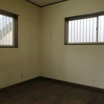 現状のお部屋。二面採光です。