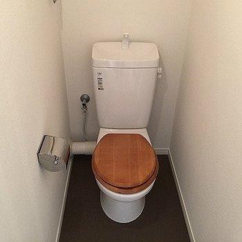 トイレは木製便座に※イメージ