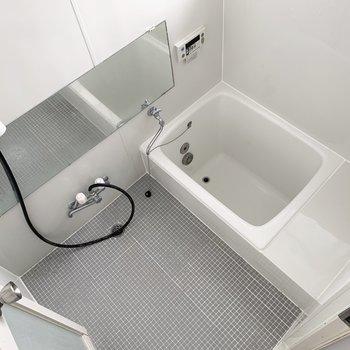 お風呂も清潔感あります