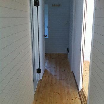 廊下も無垢床が気持ちいい ※前回募集時の写真です