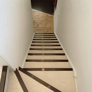 【階段】二階へ