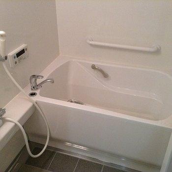 追炊き機能と浴室乾燥は付いていません。