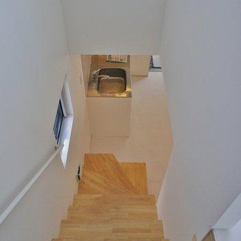 一階へ降りると。