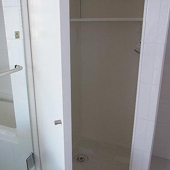 洗濯機置き場は隠せます(写真は6階です)