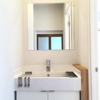 洗面台はシンプルデザイン!※前回募集時の写真です