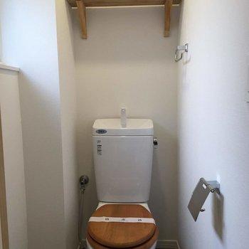 トイレの便座は木製に!※前回募集時の写真です