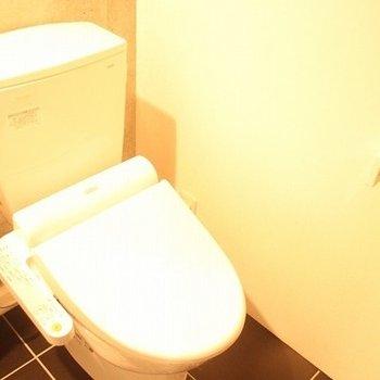トイレの床のタイルもオシャレ