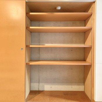 【B1 5.0帖】本棚として活用もできますね。