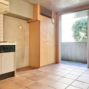 【1F 8.1帖】冷蔵庫はキッチン横に置けますね。