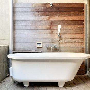 【B1 専用庭】露天風呂は専用庭にあります。