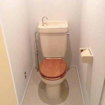 トイレは新設、木製便座に※画像はイメージ